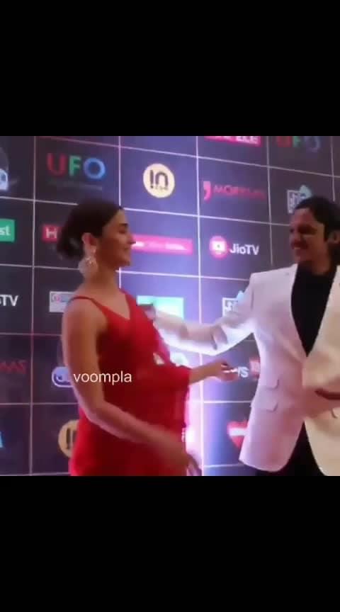 Safina aur Moeen bhai 🤙🤙 Our cams spotted Alia and Vijay Verma at an awards ceremony RN ❤️❤️  #bollywood  #aliabhatt  #ajayverma   #bollywoodstyle  #bollywoodfashion  #mumbaidiaries  #delhidiaries  #indianactress  #bollywoodactress #bollywoodactress #ranbirkapoor #ranbirkapoorfanclub #ranbir #gullyboy #love #song #dance #party