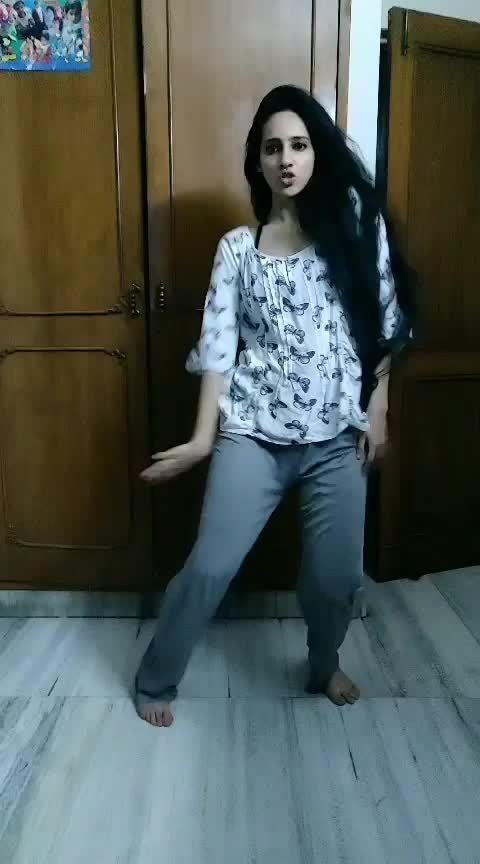 Midnight improvisation🤩 #godisawoman #arianagrande #dance #roposo-dance #dancerforlife #choreography #choreographer #lovefordance #dancegoals #improvise #jazz #love #roposo #roposoness #roposoers