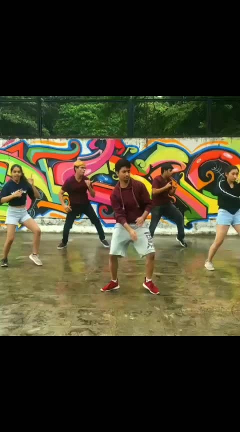 Dance choreography on #sarekarodab by #raftaar. If you like it, drop a comment and follow me for more😁😁    #dance #roposodance #roposo-dance #hiphopdance #hiphop #dab #dabbing #muhfaad #sonukakkar #choreography #dailyvideos #videooftheday #krumping #oldschool #musicvideo