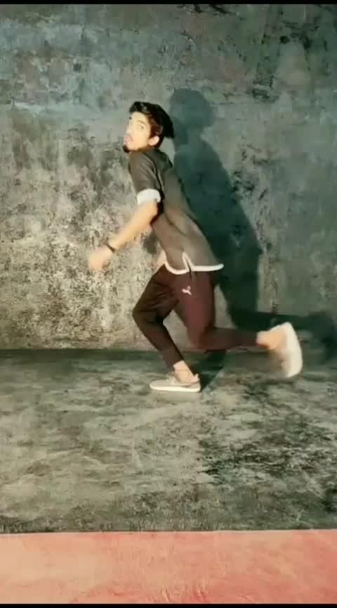 #dance #moves #meremehboobqayamathoge .....  Keep Smiling... :)