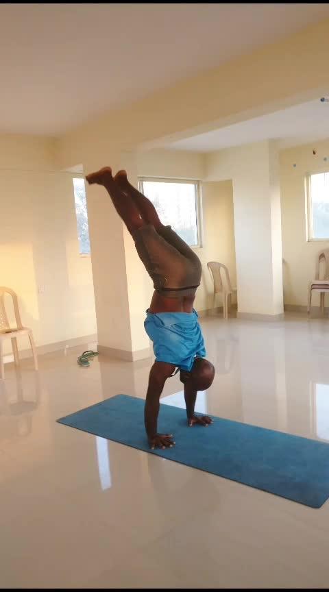tic tocks practice - ashtanga  . . . . . #yoga #yogafun #yogalove #yogaeveryday #yogainspiration #yoga4roposo #thursdayvibes #backbends #heartopeners #yogalife