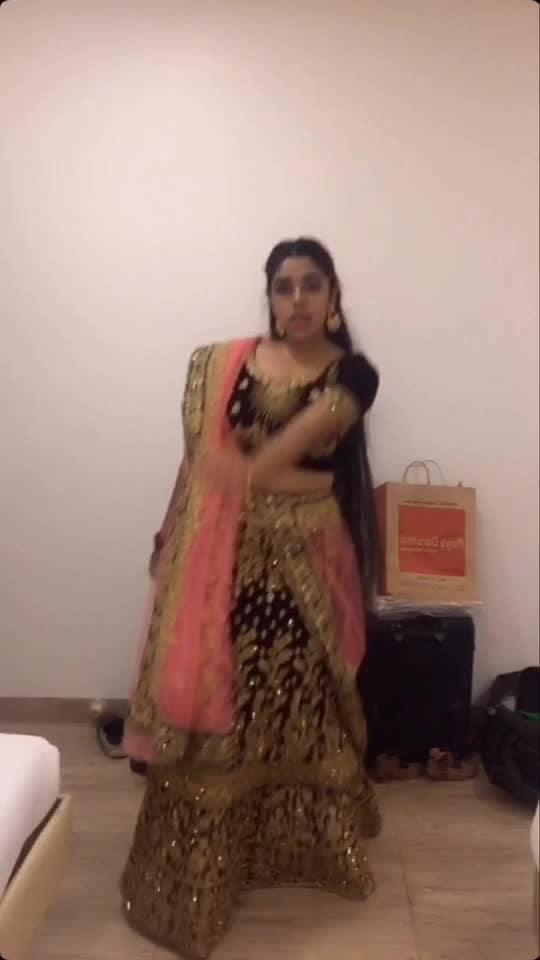 Do u like indian wear ? Instagram:Oshareeya.rai Tiktok:Oshareeya.rai #trend-alert #trending #indianethnicwear #roposo-wow-indian #indiandance #roposo-dance #dance #followme #likethis #supportme #longhair #mumbaikar #hot #roposo-dancers #beautiful langha
