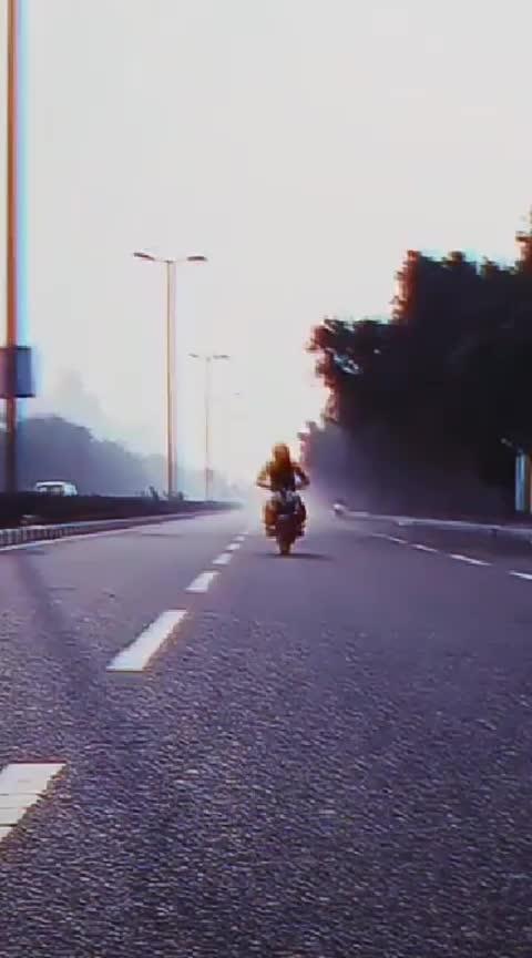@chandansingh32084a83 #hitlikeifyoulike #awesome-stunt #bike_stunt #capturedmoments #roposo_gabru