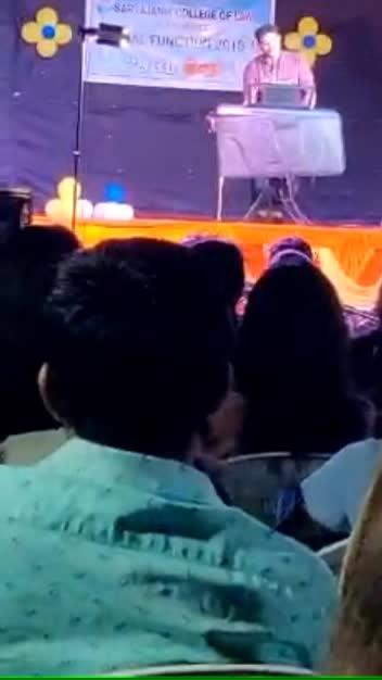 Chand ne kaho aaje ❤️😘 #chandnekaho #sachinjigar #chaljeevilaiye #live #musician #fest #college #singing #roposomusic #music #ropo-live #musicvideo #gujaratisong #surat #gujarat #viralvideo #roposoness #singingdiaries #desi #musicially #lively #youtuber