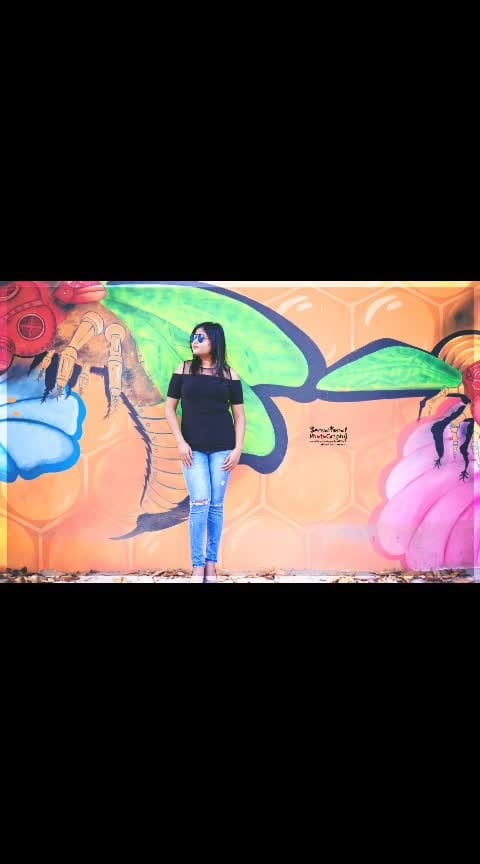 Like the colours on this wall Most of the wonderful things of our lives keep flowing in the background 📸 #creativespace #creativespacechannel  #colourful   #girlygirl  #wallpaintings  #photoshootday  #nikond750  #nikonphotography  #sundaymorningview  #outdoorshoot  #sauravmishra #sensationalphotography  #captureyourmoments