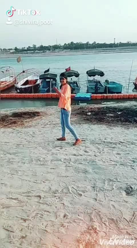 slowmotion.....🚶♀️😘💕💕 #slowmotion #slowmotionchallenge #slowfashion #slow-motion #sangam #prayagraj #allahabad #triveni #kumbh2019 #tiktok #tiktokindia #tiktokvideo #snapchat #snapchatstory #bilalsaeed #fashionista #blogger #fashionblogger #fashionbloggerindia #fashionbloggerstyle #1millionaudition #1millionviews #roposo #shivirajpoot