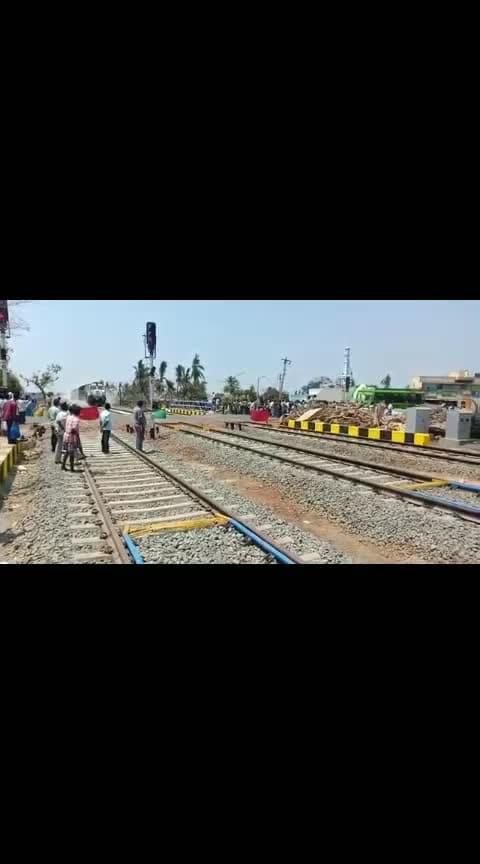 120 கி.மீ. வேக சோதனை ஓட்டத்தில் திருத்துறைப்பூண்டியை கடந்த போது....#news #railway #railways