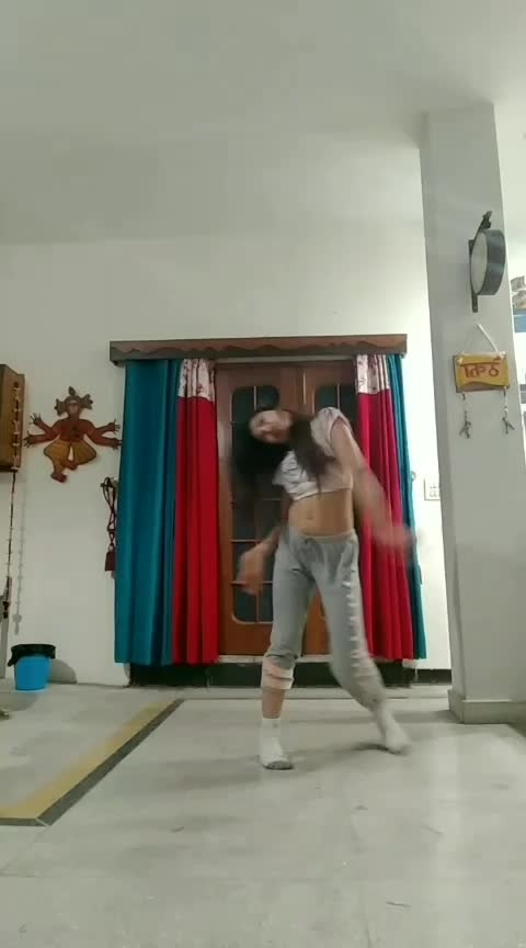 You just want attention #freestyle #dance  #roposo-dance #roposo-dancer #roposolove @roposolove #attention