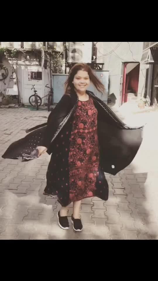 That swing 😎 Shrug and the dress from @bibaindia  @lifestylestores  #hercreativepalace #kanikasharma #hcpkanika #blogger #delhi #india #swing #dress #shrug #lunchdate #bestfriend #fashion #nomakeup #boomerang #khanmarket