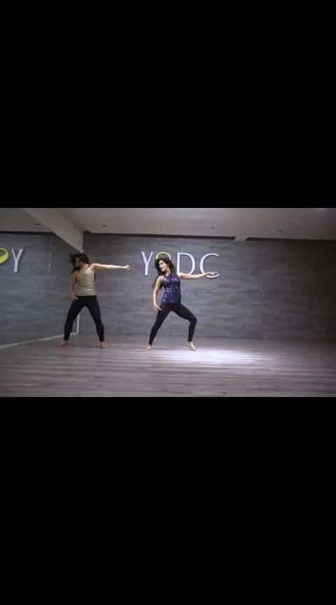 isharara isharara #ishara-kafi-hai #roposo  #pakkogujarati  #pakkogujarati  #ropo-msti #roposo-beats  #beats  #bollywoodfashion  #bollywoodgirls  #roposlike