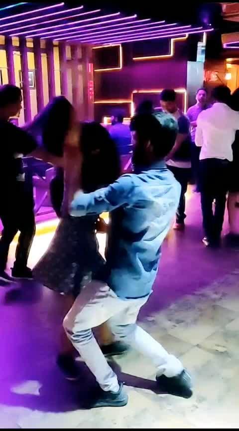 #bachata #bachatadance #bachatamusic #bachatalove #bachatamusic #latindance #roposo-dance @girishtiwri