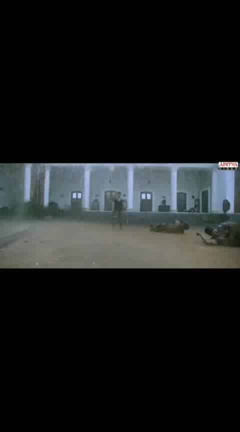 #yevadu #ramcharan #saikumar #bestfight #whatsapp_status_video #ramcharanfans #fight