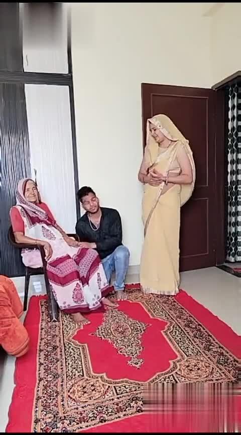 #Mom VS waif........ #hindisong #bollywoodmovies #bollywoodsuits #boobssweatabsorber