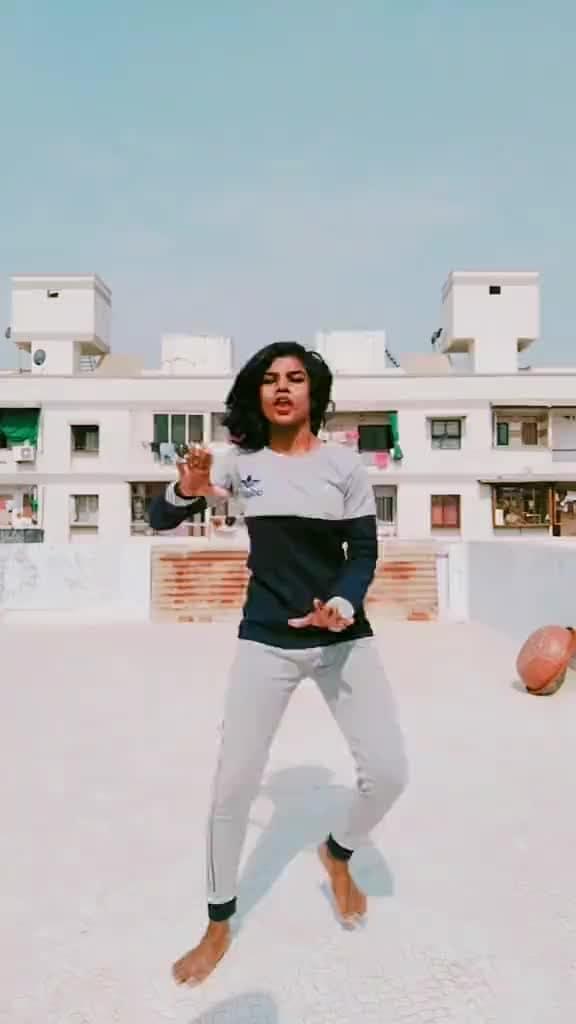 #danceindia #gujjugirl #shonakitnasonahai