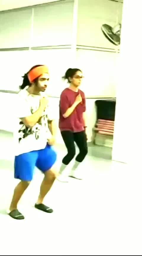 We touch , I fell in rush !   #danceclass #dancegurucontest #dancegurucontest #eminem #rap #roposo #risingstar
