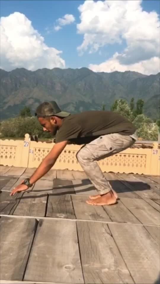 Are you Flexible Enough ? 👅 #Flexible #flexibilitychallenge #flexibility #Yoga #BoneBreaking #Kashmir #Roposo #RisingStar