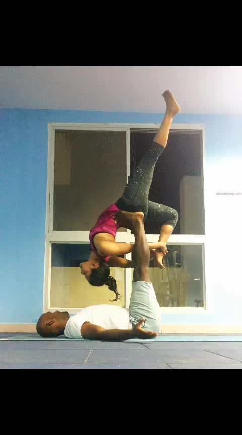 acro yoga  . . . . #backbend #backbending #ilovebacbends #yogastrong #yogafit #yogaeveryday #yoga4roposo