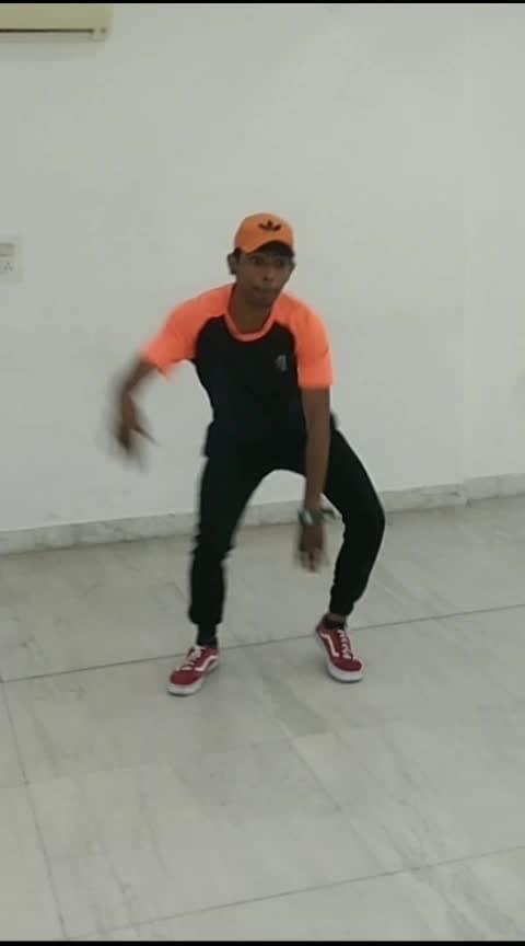 😊😊#newvideoalert  #orangecap #roposo-dance #dance #dancelife #dances #darkness #studio #dancesteps #musicality #struggle #fullonmasti