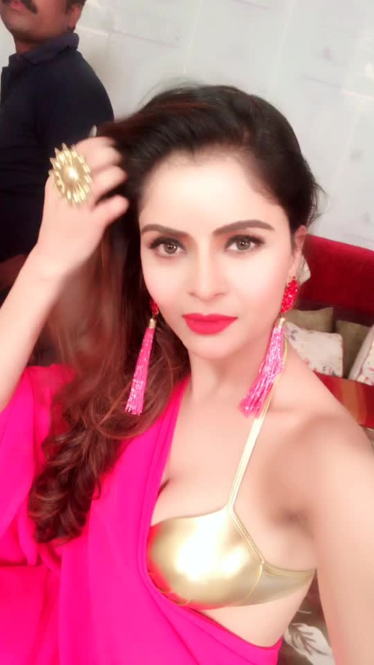 #fucking #hot #deep #neck #blouse #fashion-diva #roposo-bollywood #actress #ropo-look #ropohotness #so-ro-po-so #fashion_photography