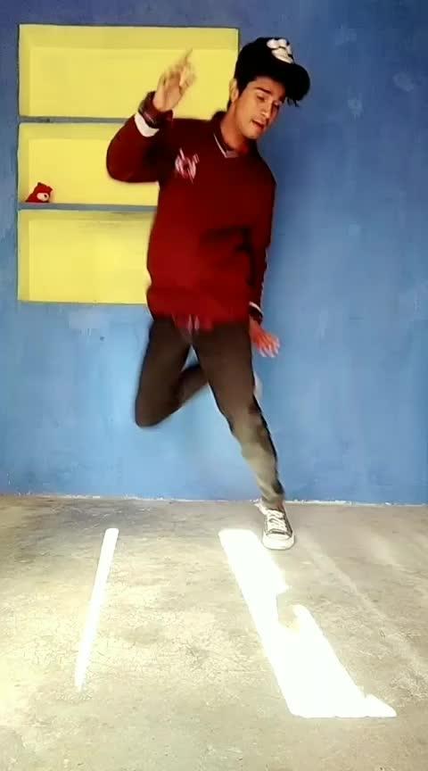 ek ucha lamba kad soniye bi hadh #rops-style #rops-star #dance #dances #roposo-dance #rops-dance-style #bits-of-dance