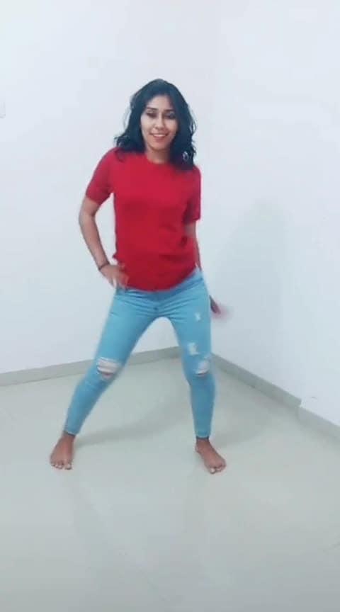 Fance moves☠️ #roposo-dancer #roposo-mood #mood #dancepassion #feelthewords  #roposo-vibes #moodygrams #arianagrande #single #hotness #hot