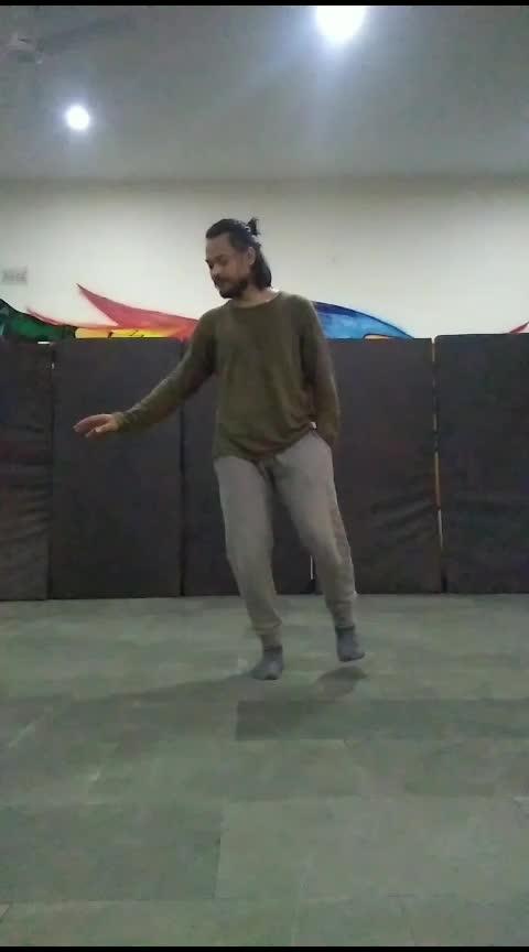 #ekladki-ko-dekhatoyesalga #ekladkikodekhatohaisalaga #love #roposo-dance #romanticvideo #romanticsongs #roposo-dancer #dancerslife #roposostars #roposoers #roposo #roposo-morning #spreadlove #spreadhappiness