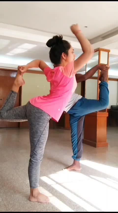Dancers Pose Practice - Balance Sequence . . . . . #yoga #yogavideos #vinyasa #natarajasana #lordofdancepose #yogaposes #yoga4roposo #yogafitness #yogapractice #yogaeveryday