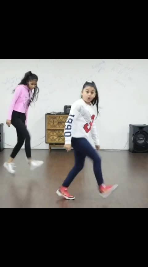 Song : Nikle Currant Performer : @hunar_rocks Choreography : @vijay_akodiya . . . #dance #dancer #lovedance #dancelove #lovedancing #dancelover #bollywood #bollywooddance #bollywooddanceroutine #swag #girlsswag #niklecurrant #choreographer #choreography #indiandancefederation
