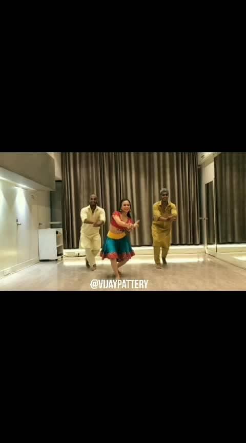 FIRST CLASS dance cover with the crazy talented @proneeta23 , Vrusahnk & Omkar.    #firstclass #kalank #dancecover #choreography #dancedirector #dharmaproductions #varundhawan #kiaraadvani #zeemusiccompany #karanjohar #arijitsingh