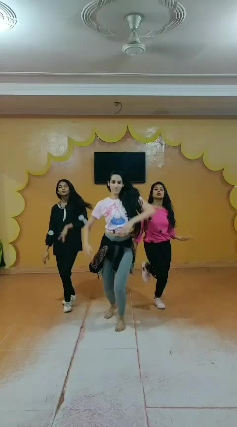 Bohot hard Bohot hard @kiran1a12150c #bohothard #emiway #hindisong #dance #roposo-dance #ropo-ropo #roposoness #roposoed #roposo-dancers #youtuber #youtubecreators