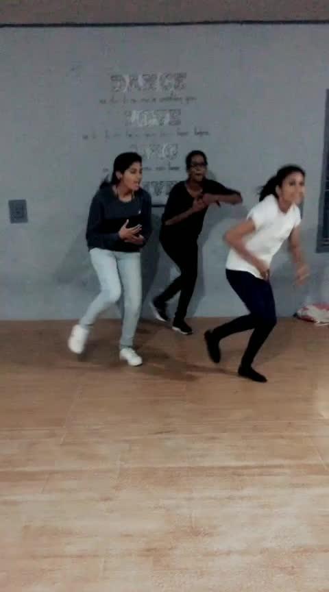 #kannammaunna #girlssquad #funtodance #roposoness #dance4life #styling