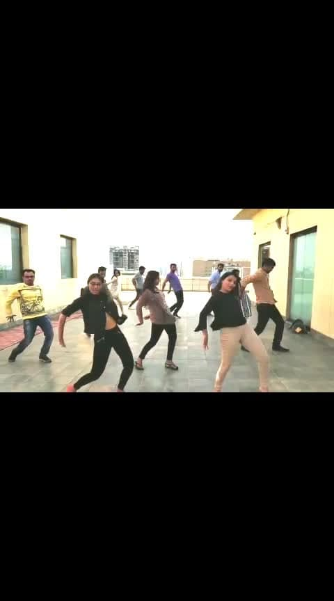 Dance session at office 😸 #practice #dancesession #passion #flashmob #officetime