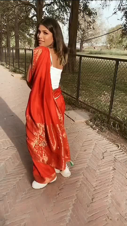 let me know if you liked the way I styled this saree🌹💜 #fashion