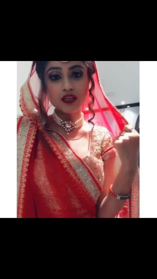 Uff...Meri Duniya 🙈😍 . . . . #mish5nov #roposo #risingstar #featureme #featurethisvideo #feature #marriage #weddingbells #wedding #beautiful #bride #desibride #indianbride #makeup #eyemakeup #punjabi #roposostar #akhil