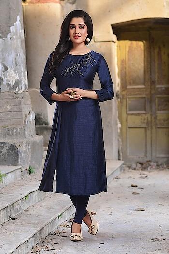EMBROIDERY CASUAL KURTI   SKU: K901  Material: Silk  Color: NAVY BLUE  Visit: https://www.rangoliindia.com/category/kurtis  #ladiesfashion #ladieswear #ladieskurti #women-fashion #women-style #womenkurta #shortkurti #longkurti #rangoliindia