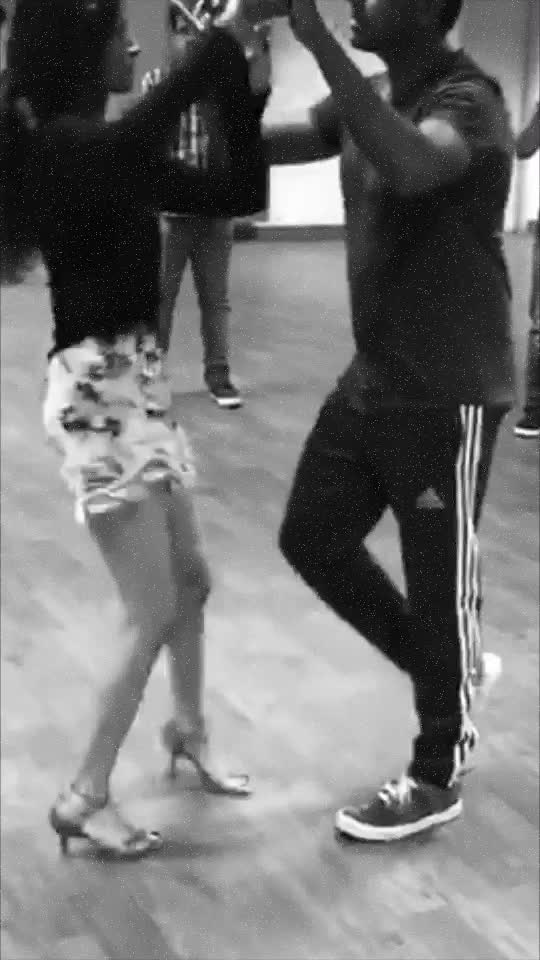 Salsa partner work class demo with Nandini #salsa #salsadancer #salsadancing #coupledancing #salsaonroposo #roposo-dance #ropososalsa #roposoindiaofficial @roposoindiaofficial