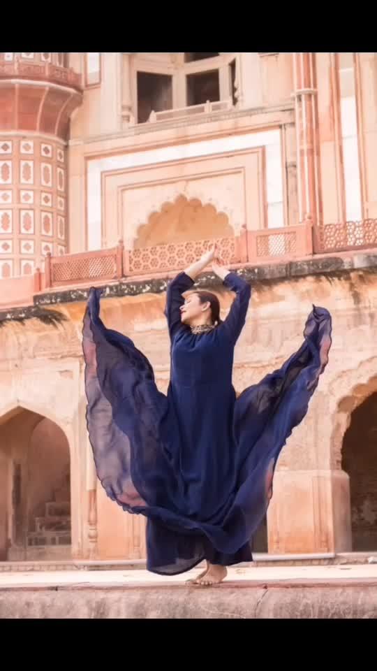 ᴘʀᴏᴛᴇᴄᴛ ʏᴏᴜ ᴘᴇᴀᴄᴇ. 🌟✌🏻 . Outfit - @raas_kaaj_official  Shot by - @myeyeshaveit  . #priyaancka #photooftheday #newdelhi #delhiblogger #blue #blueivy #bird #fly #flying #safdarjung #anarkali #anarkalisuits #indiantraditionalwear #indianwear #outfitinspo #fashioninspo #poseinspo #followme #instafollow #kalank #monument #happysoul #happy #selflove #instagrammers #delhifashionblogger #blogger #influencer #newpost