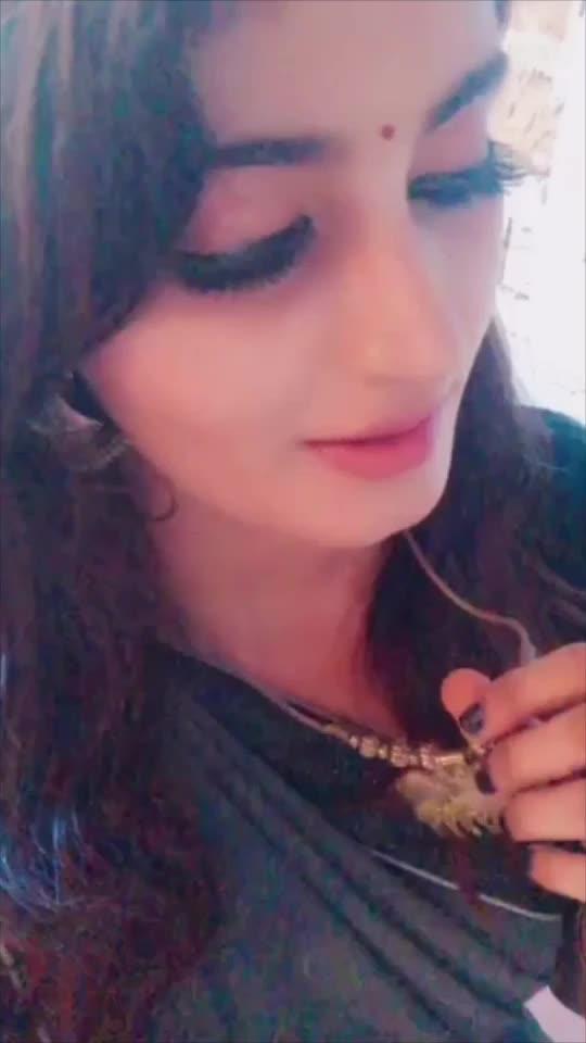 #roposo #soroposo #roposoapp #fashion #tiktok #sindhiswag #ring #hollywood #sindhi #cocktailring #bride #bun #aiswaryaraibachchan #bollywood #canes #indianbride #sindhionism #hairstyle #braide#funtime#like#support#follow#me#goodies#