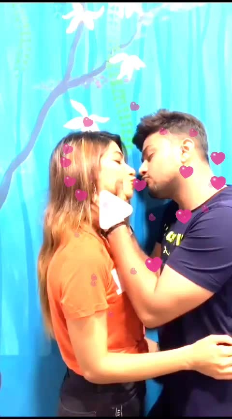 #wow  #roposo-wow  #wow-nice  #loveness  #kissed  #kissing  #lips-kiss