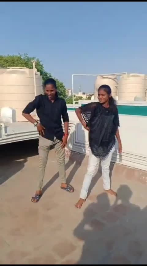 aasaiya kathula thoodhu vitu😂 #funny #roposo-dance #dance #friendshipgoals #sexymoves #featurethisvideo #moreviews #roposo #lovedancing