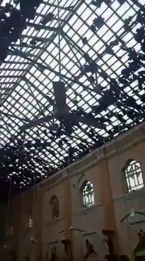 कोलंबो के चर्च में धमाके का मंजर, देखें VIDEO..part2 #colombo #eastersunday #srilanka #blast #video #roposo #roposo-trending