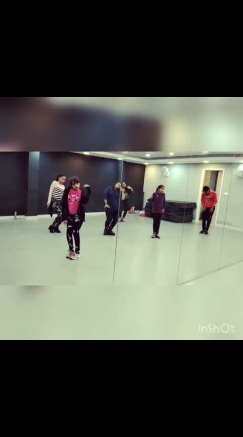 #ankhladjave #bollywood #roposo-bollywood #roposodance #roposodancers #dance #bollywooddance #roposo-fun #jazzfunk #beginners