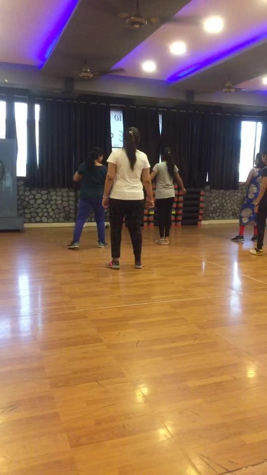 Dance class 💃🔥 #dance #roposo-dance #danceing #firstclass #dancelovers #