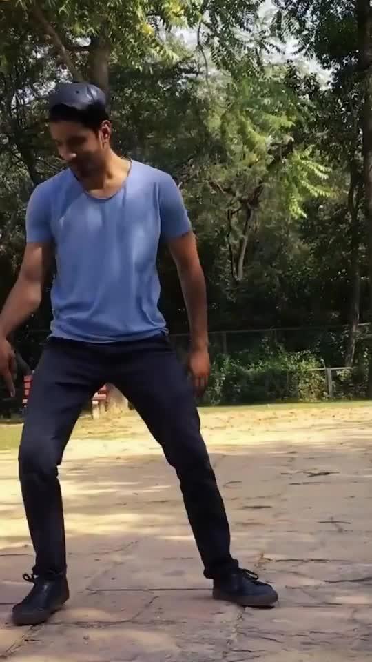 #ropo #roposoers #roposo-dance #danceing #ropose-dance #freestyle #freestyledance #bollywood #roposo-bollywood #rops-dance-style #oldversion #yejoteripayalokichannchannhai #yejoteri #dancefloor #dancelovers #dancerslife