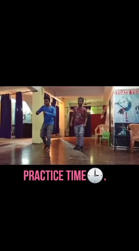 #dance #roposo-dance #hip-hop #lyricaldance #contemporarydance #desi-dance #westerndance #westerndanceacademy #duitdance #bestdance #bestdancing