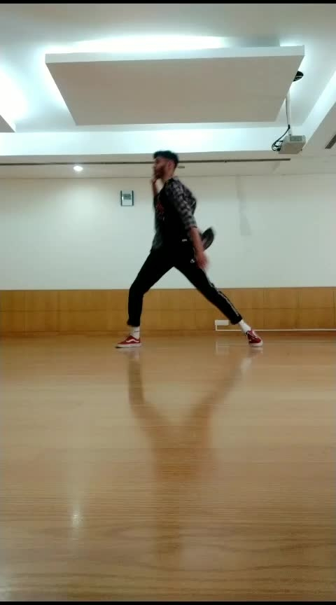 #ropo #roposo #roposochannel #roposorisingstar #dance #dancevideo #dancerslife #firstclass #kalank #kalanksong #varundhawan #roposodance #roposodancer