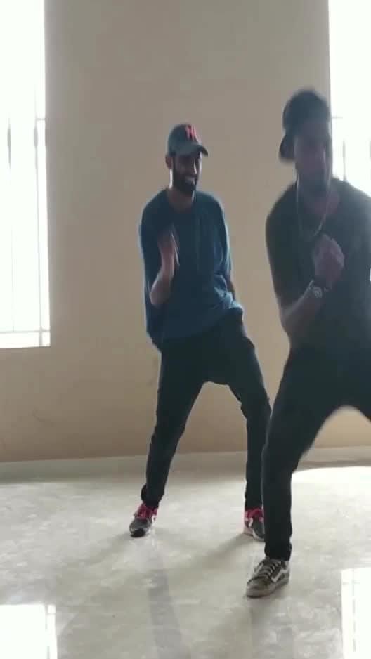 Kadhal yanai 💃❤️🕺🏻 part3 #roposo-dancer #roposo-dance #anniyan #vikram #manibhai #roposo-tamil #roposo-style #cbe #coimbatore
