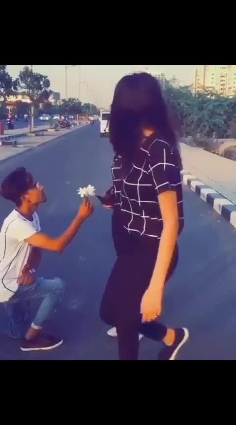 #propose #new #roposo #love #loveness #loveing #romanticevening #roposo-good #freeway #stylishtops #bloggeracademy #tik-tok #tik-tik-tik