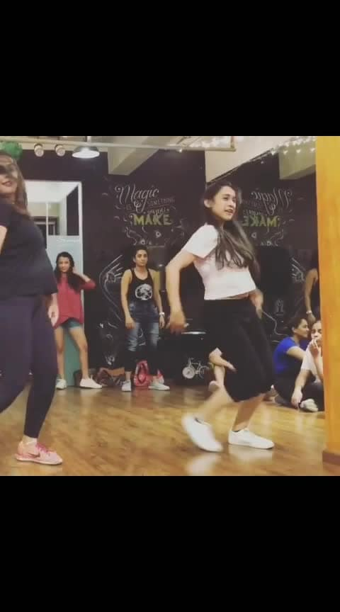 #throwbackthursday  Tag your favourite dancer 💃🏻 I tag my favourite @shazebsheikh 🌟  It's been a year that I learnt this routine and it still feels like yesterday. I miss your classsssss 😔 • • • #shazebsheikhchoreography #roposo-dance  #dance4life  #tangerineartsstudio #mumbai  #punjabi  #illegalweapon  @tangerineartsstudio @bollyshake @danceon @godatu.dance @officialgarrysandhu @jasminsandlas #punjabi #roposo-dance #wow #music