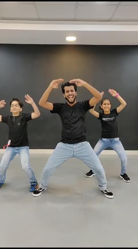Baki Sab First Class hai 🕺❤️ #worlddanceday #deepaktulsyan  #firstclass #dance. #gmdance